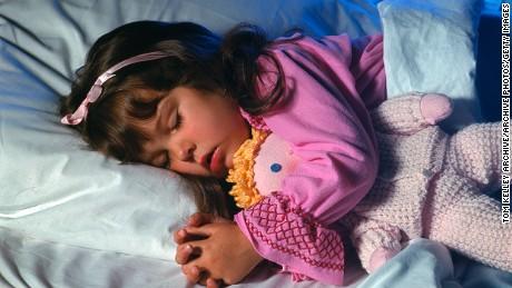 การนอนก่อนเวลาอาจมีผลต่อเด็ก ๆ ได้อย่างไร