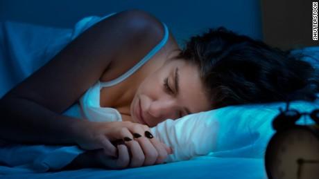 Studie sagt, dass schlechter Schlaf mit der Anhäufung gefährlicher Plaques im ganzen Körper verbunden ist