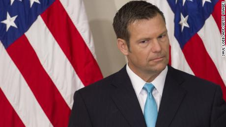 New York Times: Kobach asked for benefits, first place of government to become Trump's immigration czar & # 39;