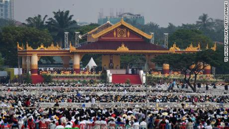 Thousands of Catholic faithful attend an open air mass held by visiting Pope Francis in Yangon on November 29, 2017.