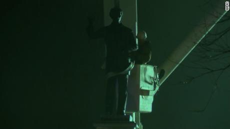 Confederate statues come down in Memphis