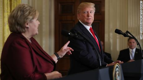 Trump fordert, dass die NATO mehr ausgibt oder sich dem US-Militär stellt