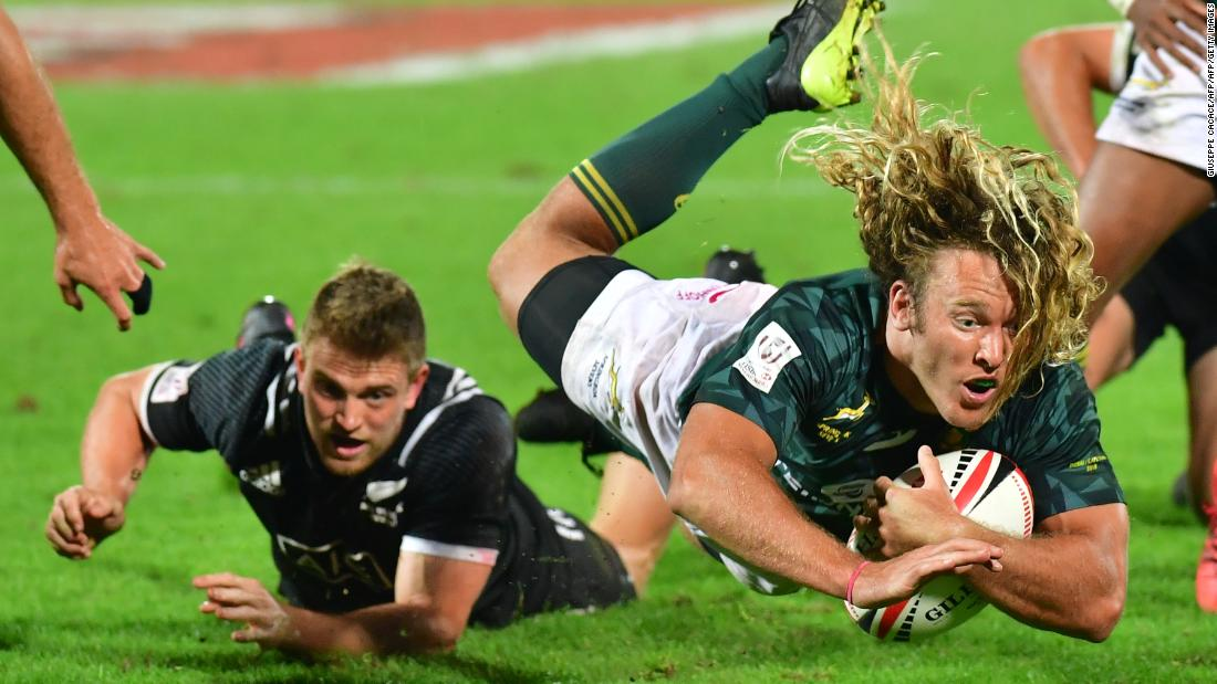 """Last year's world champion South Africa started this season as they ended the last. The Blitzboks <a href=""""http://edition.cnn.com/2017/12/04/sport/rugby-sevens-world-series-dubai-round-one-south-africa/index.html"""">saw off New Zealand 24-12</a> in the UAE."""