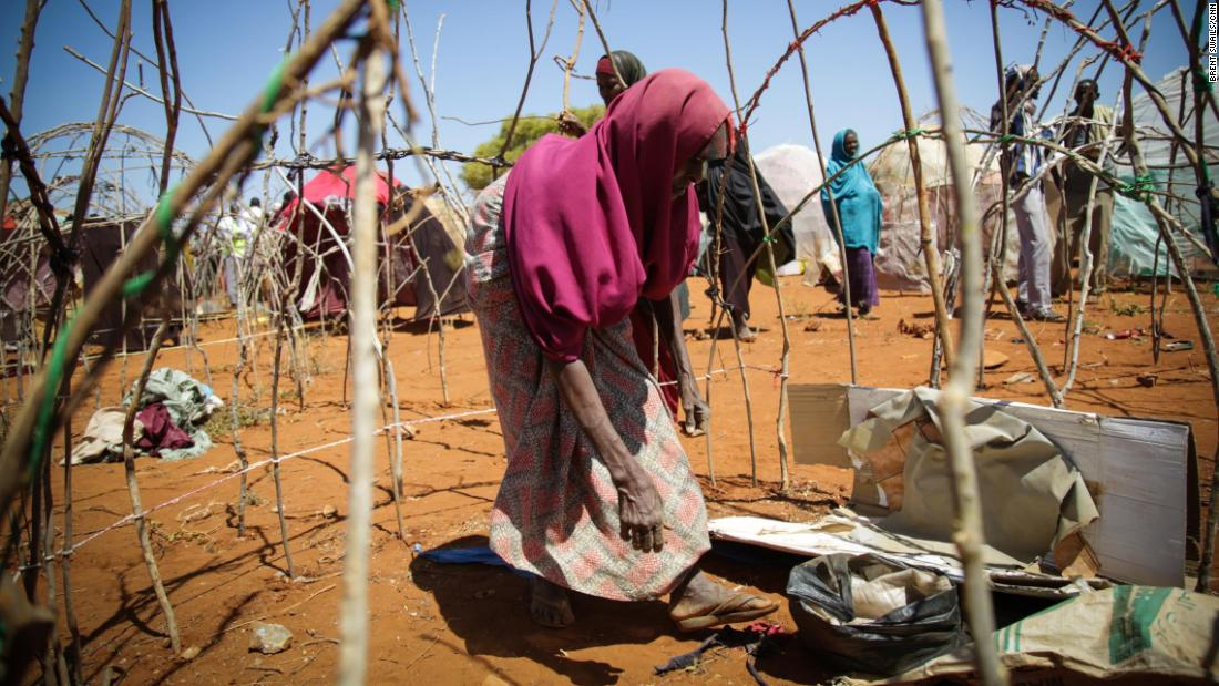 Newly arrived IDPs build shelters in Baidoa. The UN estimates there are now 2.1 million IDPs in Somalia, two-thirds of whom are children.