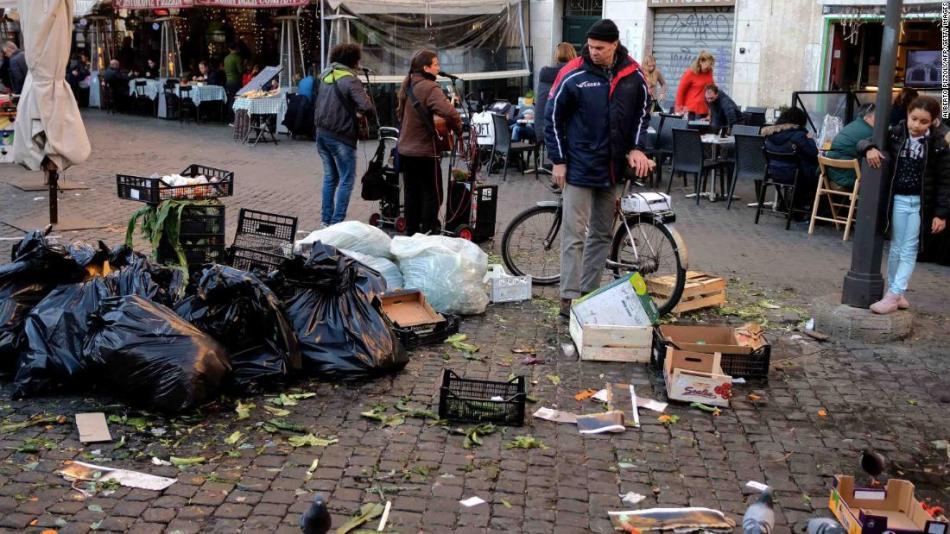 Roma ha sofferto di una cronica questione di raccolta rifiuti dalla vigilia di Natale.