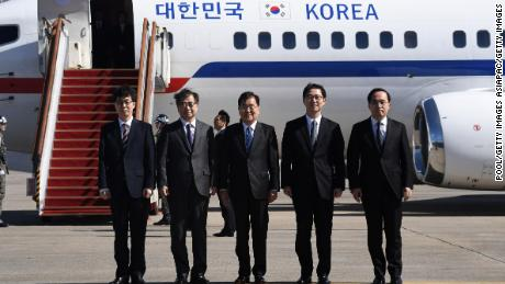 Chung Eui-yong (center), head of the presidential National Security Office, Suh Hoon (second left), the chief of the South's National Intelligence Service, and others pose before boarding an aircraft as they leave for Pyongyang at a military airport on Monday.