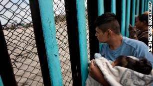 Migrants face final barrier at US-Mexico border