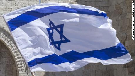 Auxiliar de vuelo israelí en coma después de contraer sarampión