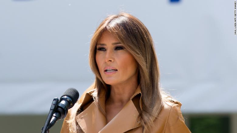 Trump welcomes Melania home from hospital by misspelling her name