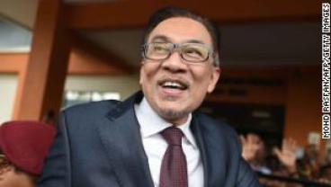 Malaysia politician Anwar Ibrahim returns to politics