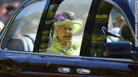 The Queen arrives on time and, sartorially, on brand.