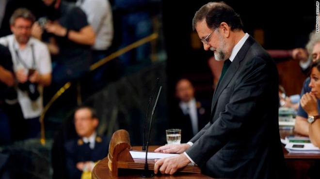 Mariano Rajoy pauses during a speech ahead of the confidence vote on Friday at the Spanish parliament in Madrid.