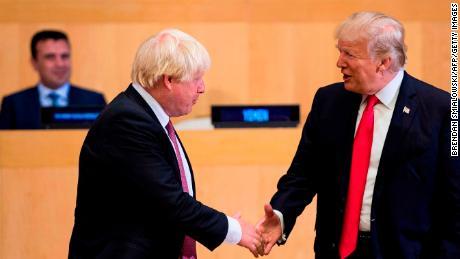 Кто заставил посла Великобритании уйти в отставку?
