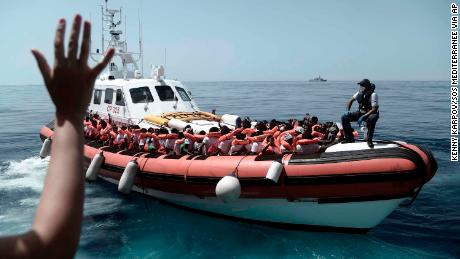 The water ship of the migrants shows a broken Europe