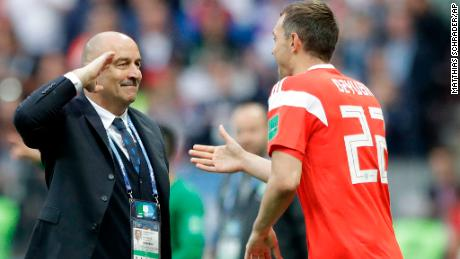 Russia head coach Stanislav Cherchesov, left, salutes to goal scorer Artyom Dzyuba