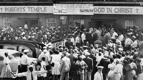 Hundreds gather outside a Chicago church as pallbearers carry the casket of Emmett Till.