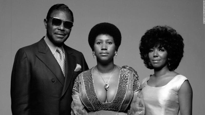 Aretha Franklin sits for a portrait with her father, Baptist preacher 'CL' (born Clarence LaVaughn), and her sister, fellow singer, Carolyn, in New York in 1971.