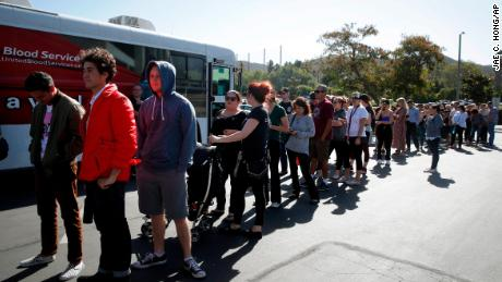 Hundreds show up to donate blood to California shooting victims