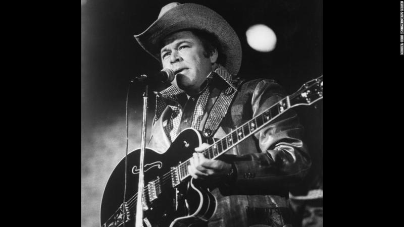 "<a href=""https://www.cnn.com/2018/11/15/entertainment/roy-clark-dies/index.html"" target=""_blank"">Roy Clark</a>, a country music star and former host of the long-running TV series ""Hee Haw,"" died Thursday, November 15, his publicist told CNN. He was 85."