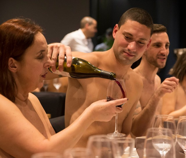 Paris First Naked Restaurant To Close
