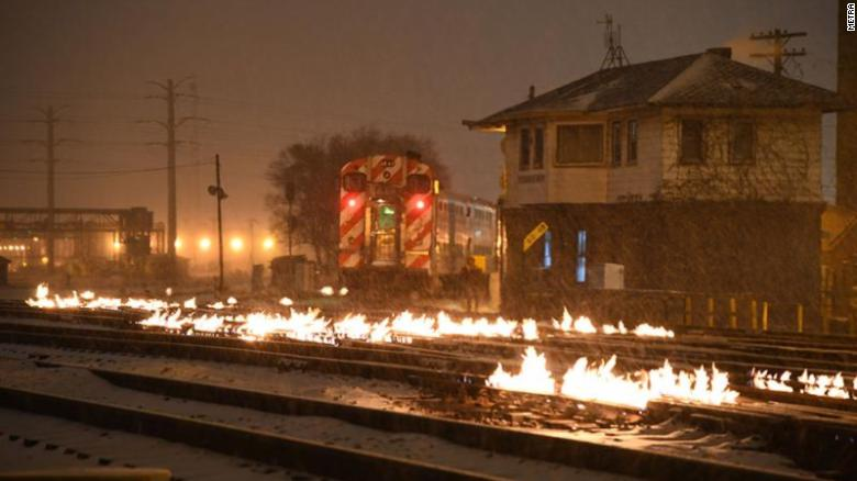 https://i1.wp.com/cdn.cnn.com/cnnnext/dam/assets/190130082540-03-chicago-train-tracks-on-fire-exlarge-169.jpg?w=825&ssl=1