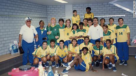 Another picture from the Brazilian Football Museum archives. Sissi with the Brazilian national team in 1997.