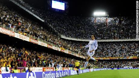 Gareth Bale scored a stunning winning goal to beat Barcelona in the 2014 Copa del Rey final.