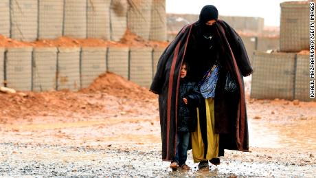 Thousands are trapped in a desert settlement in Syria, near a US military base