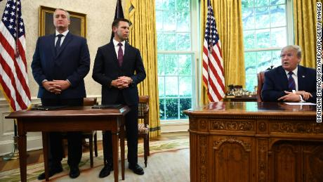 """Donald Trump with the Guatemalan Interior Minister Enrique Degenhart and acting US Homeland Security Secretary Kevin McAleenan after signing the """"Safe Third Country"""" deal in the Oval Office."""