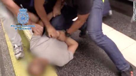 Uomo accusato di upskirting 555 donne è stato colto in flagrante e arrestato