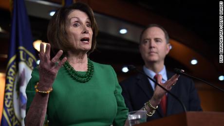 I democratici' di nuovo si muove di Casa potrebbe avvolgere impeachment per il Natale