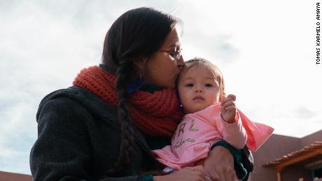 Акушерки, дула могут принести пользу родам - но не все женщины имеют доступ