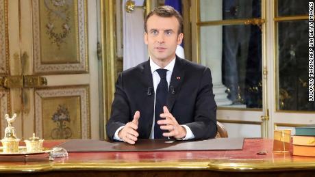 Presidente Emmanuel Macron, parla durante un particolare indirizzo alla nazione circa il gilet jaunes proteste, il 10 dicembre, 2018, presso il Palazzo dell'Eliseo, a Parigi.