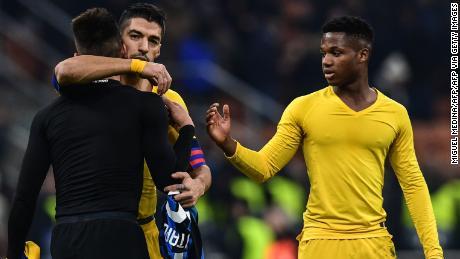 Ansu Fati (a destra) è diventato il più giovane marcatore nella UEFA Champions League di martedì,