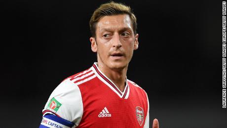 Mesut Ozil ล้มลงตามคำสั่งจิกที่ Arsenal ในช่วงไม่กี่ปีที่ผ่านมา