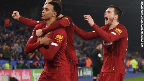Trento Alessandro-Arnold (estrema sinistra) aveva due assist e arrotondato il punteggio in rotta di Leicester City.