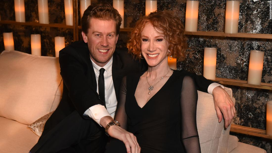 Photo of Kathy Griffin pronounces shock New Yr's wedding ceremony