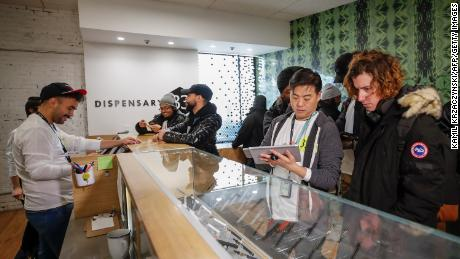 The first week of legal marijuana sales in Illinois generated nearly $ 11 million