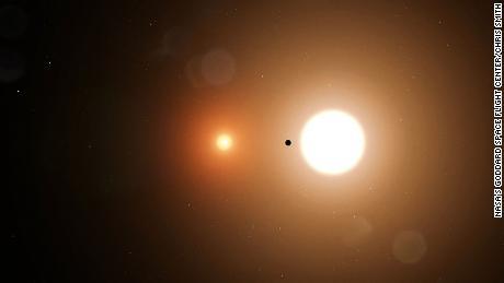Стажер средней школы НАСА помогает открыть планету с двумя солнцами