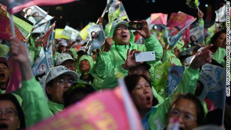 Supporters of Taiwan's President and Democratic Progressive Party presidential candidate, Tsai Ing-wen, cheer on Wednesday, January 8, at a rally in Taoyuan.