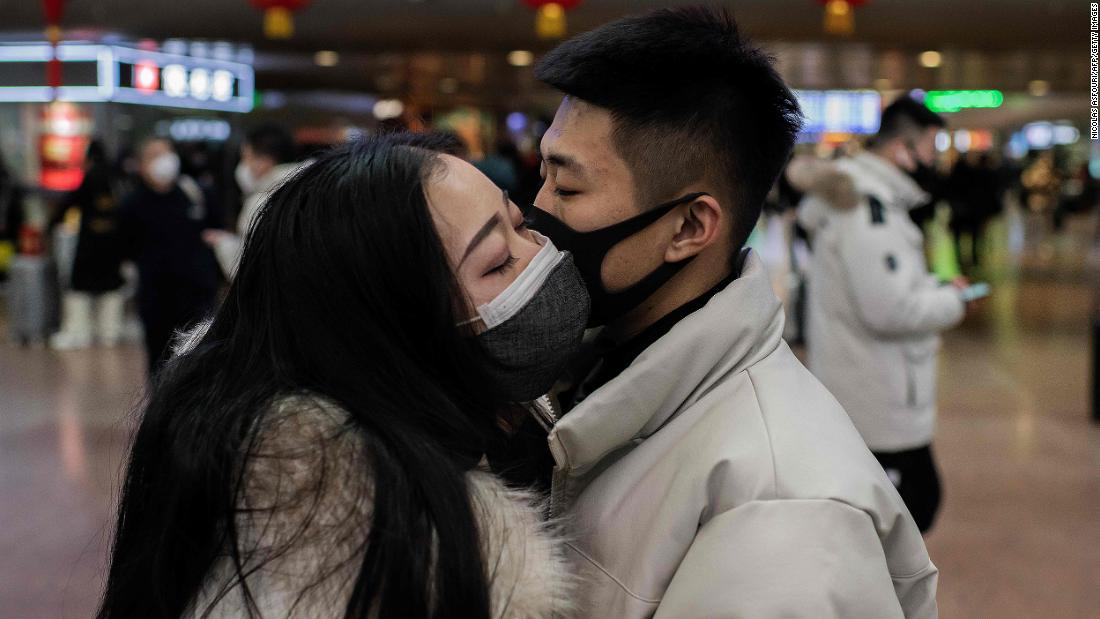 Photo of Wall Street Journal: the United States evacuates Americans and diplomats out of China during the coronavirus epidemic