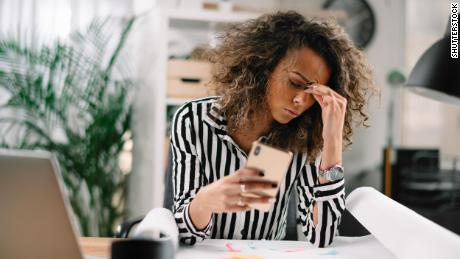 Smartphones can make your headaches worse, studies show