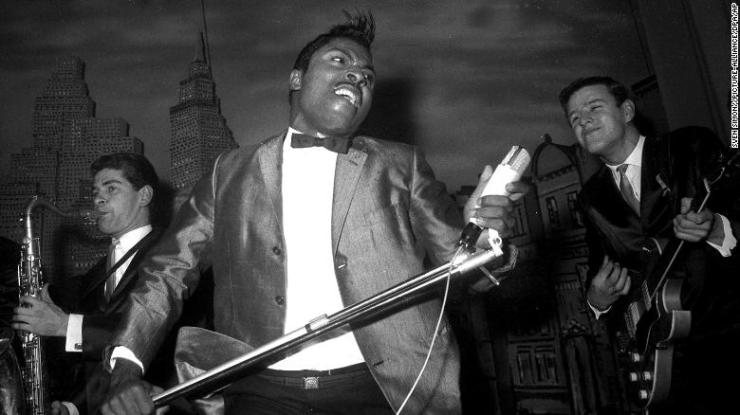 Little Richard at his concert performance in the Hamburg Star Club, singing in the 1960s