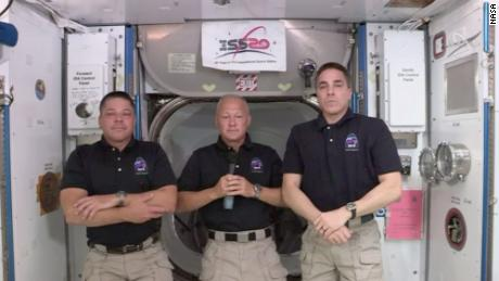 NASA astronauts & # 39; capture the flag & # 39; on the space station and anticipate the historic launch