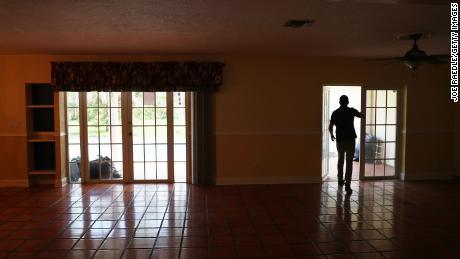 Домовладельцы и съемщики отдыхают: выселения и выкупа находятся на паузе еще на два месяца