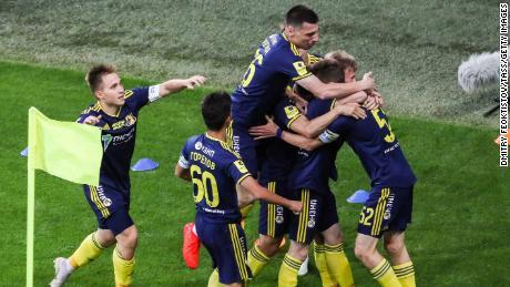FC Rostov celebrare in vantaggio nel primo minuto di gioco.