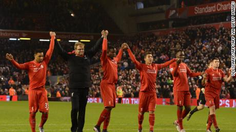 Klopp (2L) leads his players in saluting the crowd after drawing against West Bromwich Albion at Anfield on December 13, 2015.