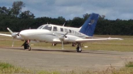 เครื่องบินบรรทุกโคเคนมากเกินไปขณะบินขึ้นเครื่องเผยให้เห็นกลุ่มอาชญากรรมที่ถูกกล่าวหา