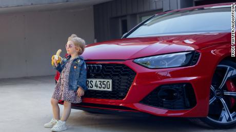 Audi pulls;  Insensitive & # 39;  Featuring a banana girl in front of a car