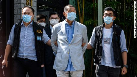 ผู้ประกอบการสื่อฮ่องกงกล่าวว่าการต่อสู้ต้องดำเนินต่อไป & # 39;  หลังจาก & # 39; สัญลักษณ์ & # 39;  จับกุมตามกฎหมายใหม่